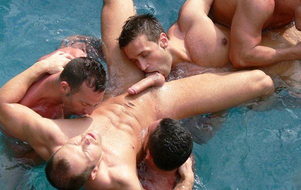 kristen-bjorn-wild-gay-guys-having-fun-in-the-pool